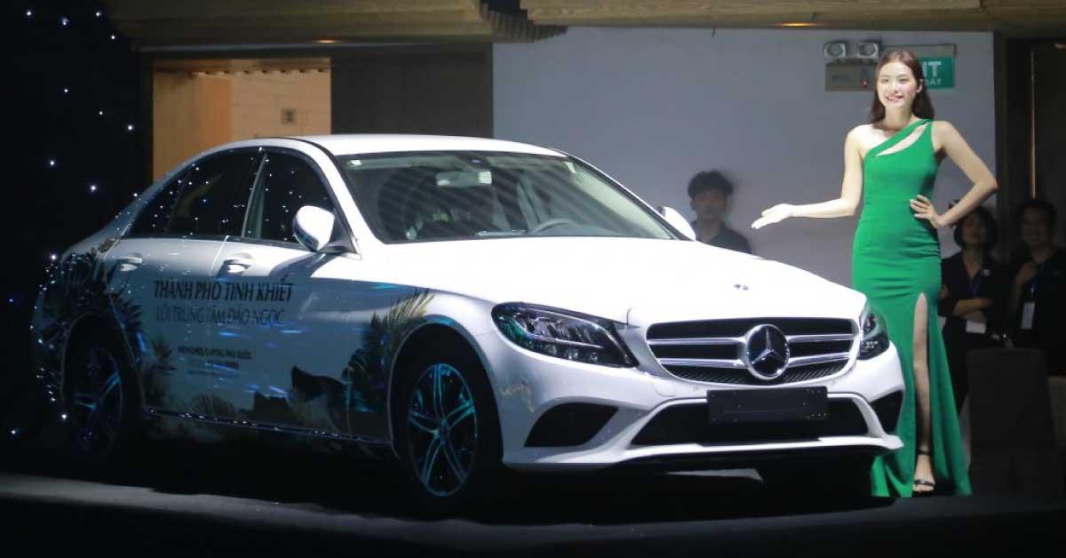 Niềm Vui Không Tưởng: Khách Hàng Trúng Mercedes Đúng Ngày Cưới
